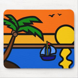 Playa escénica del ejemplo con el velero mouse pads