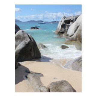 Playa escénica en los baños en la Virgen Gorda BV Tarjetas Postales