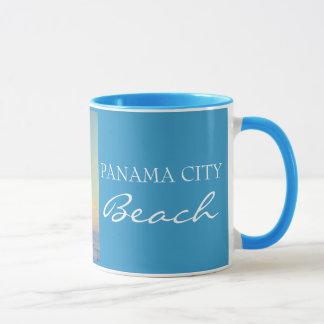 Playa FL - taza de ciudad de Panamá de la puesta