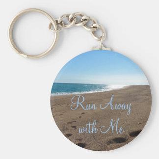 Playa funcionada con lejos conmigo cita llavero redondo tipo pin