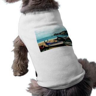 Playa IV de Portugal - barcos coloridos en la Playera Sin Mangas Para Perro