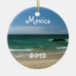 Playa mexicana Vista; Recuerdo de México Adorno Navideño Redondo De Cerámica