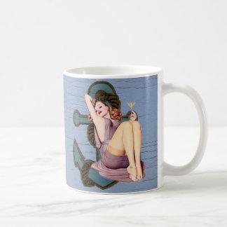 Playa náutica femenina del vintage del ancla taza clásica