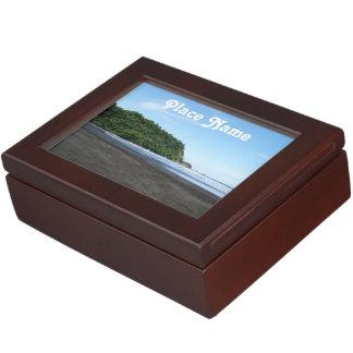 Playa negra de la arena cajas de recuerdos