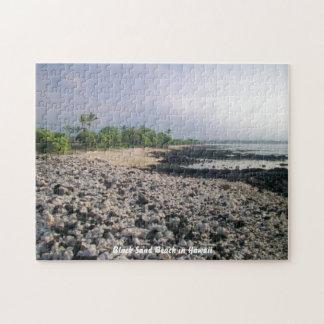 Playa negra de la arena en Hawaii Puzzle