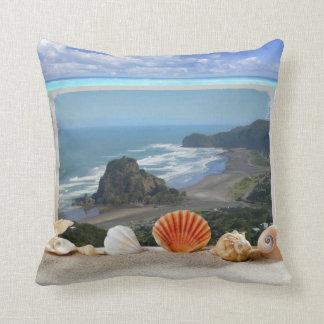 Playa Nueva Zelanda de Piha de la almohada del ace
