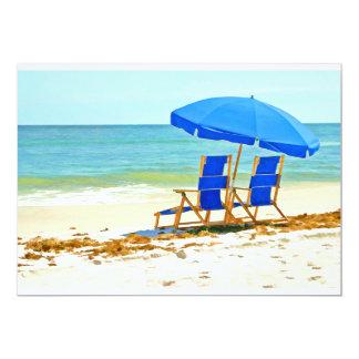 """Playa, paraguas y sillas en la orilla invitación 5"""" x 7"""""""