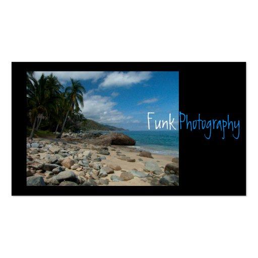 Playa rocosa con las palmeras tarjetas de visita
