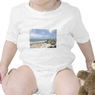 Playa rocosa en el puerto Lucaya, puerto franco, B Trajes De Bebé