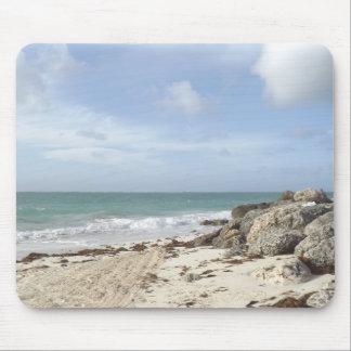 Playa rocosa en el puerto Lucaya, puerto franco, B Tapete De Ratón