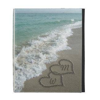 Playa romántica de los corazones de la arena