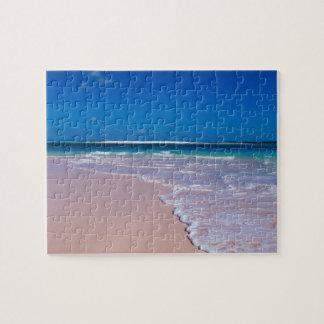 Playa rosada de la arena en la bahía de la concha, puzzle con fotos