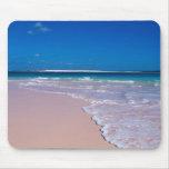 Playa rosada de la arena en la bahía de la concha, alfombrillas de raton