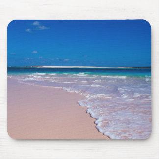 Playa rosada de la arena en la bahía de la concha, alfombrillas de ratones