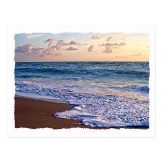 Playa saturada de la Florida en la salida del sol Postal