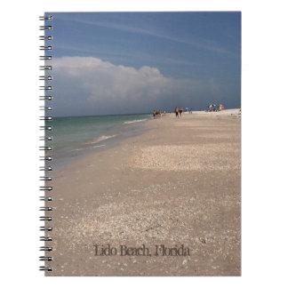 Playa Sun y cuaderno de la foto de la diversión