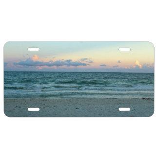 Playa temática, una playa con las arenas blancas, placa de matrícula