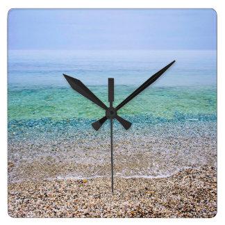 Playa tranquila reloj cuadrado