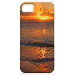 Playa trémula de la puesta del sol iPhone 5 Case-Mate carcasa