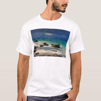 Playa tropical abandonada de la isla playera