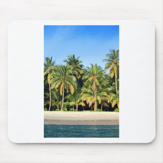 Playa tropical abandonada de la isla tapetes de ratón