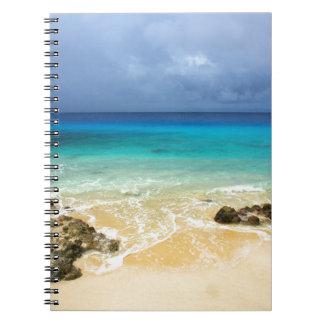 Playa tropical de la isla del paraíso cuaderno