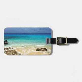 Playa tropical de la isla del paraíso etiqueta para maleta