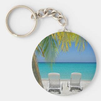Playa tropical del paraíso en el Caribe Llavero Redondo Tipo Pin