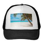 Playa tropical del paraíso gorras de camionero