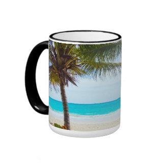 Playa tropical del paraíso taza a dos colores