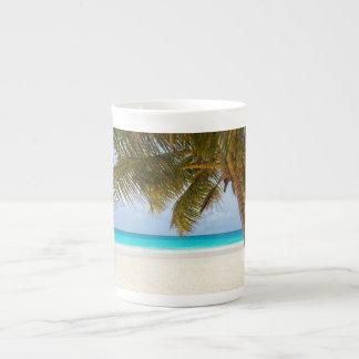 Playa tropical del paraíso taza de porcelana