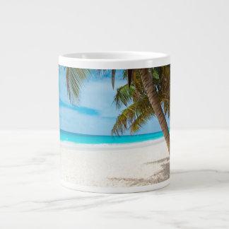 Playa tropical del paraíso taza grande