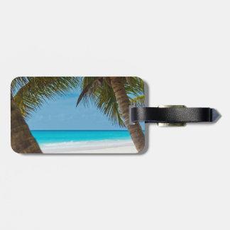 Playa tropical perfecta del paraíso etiqueta de equipaje