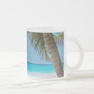Playa tropical perfecta del paraíso taza cristal mate