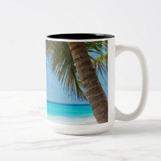 Playa tropical perfecta del paraíso taza dos tonos
