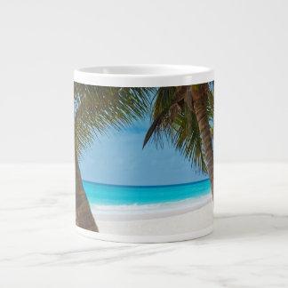 Playa tropical perfecta del paraíso taza grande