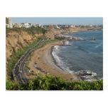 Playa verde de la costa en Lima-Perú Postal