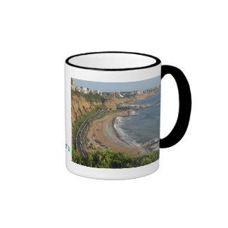 Playa verde de la costa en Lima-Perú Taza De Café