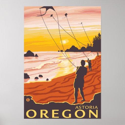 Playa y cometas - Astoria, Oregon Póster