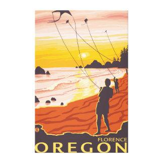 Playa y cometas - Florencia, Oregon Impresión En Lona Estirada