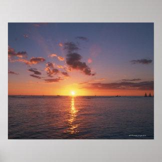 Playa y la puesta del sol póster