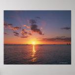 Playa y la puesta del sol posters