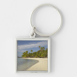 Playa y palmeras, centro turístico isleño 2 de la  llavero cuadrado plateado