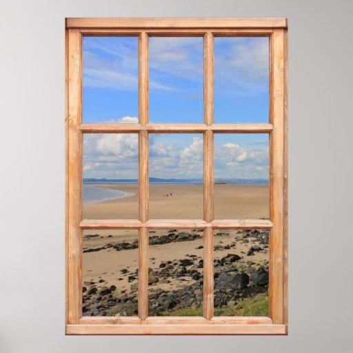 Playa y vista al mar de Sandy de una ventana Posters