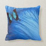 pluma azul de la mariposa cojin