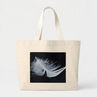 Pluma blanca - angelical por la naturaleza bolsa de mano