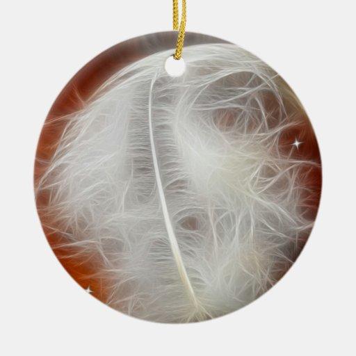 Pluma blanca del ángel adorno navideño redondo de cerámica