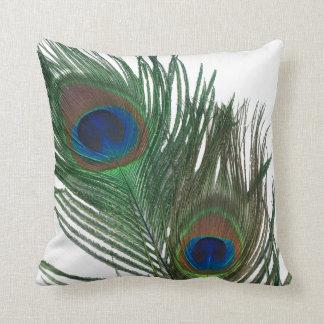 Pluma blanca preciosa del pavo real almohada