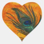 Pluma del pavo real con el naranja calcomania de corazon personalizadas