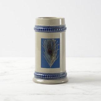 Pluma del pavo real del azul real jarra de cerveza